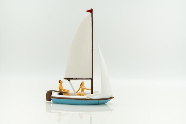 Туристы плывут с использованием в качестве фона бизнес путешествия концепции.