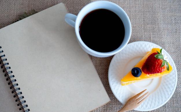 オレンジケーキとブラックコーヒー