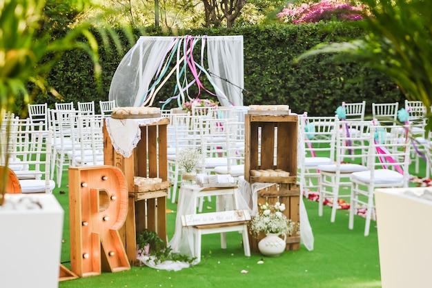 素朴な結婚式の屋外フォトゾーン