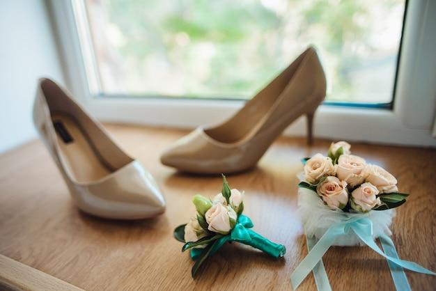 結婚式の靴とボタンホール