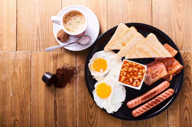Традиционный полный английский завтрак