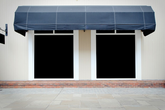 キャンバスの日除けと空白の表示と店先のビンテージストアフロント