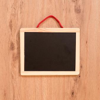 木製の背景に黒板