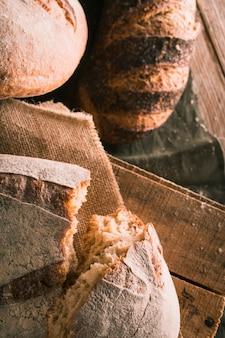 パンを半分にカット