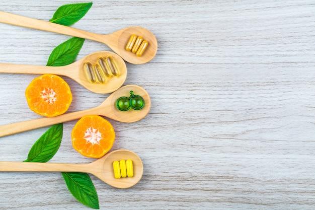 天然サプリメント、ビタミンまたは有機薬、カプセル、薬草ハーブ
