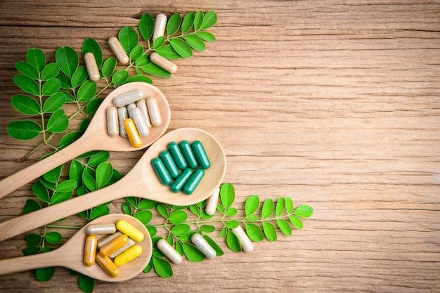 代替の漢方薬、ビタミン、天然のサプリメント