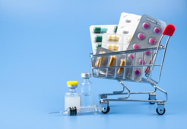 薬、トロリーのサプリメント、オンライン配信コンセプト