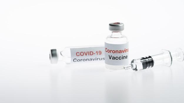 Флаконы с коронавирусной вакциной