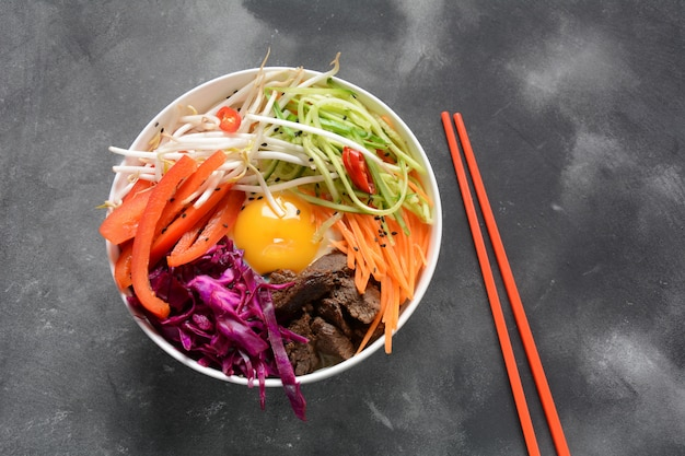 伝統的な韓国料理-ビビンバ