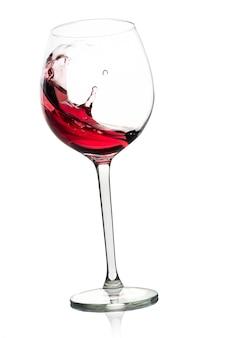 Всплеск красного вина