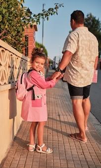 学校に戻って女の子