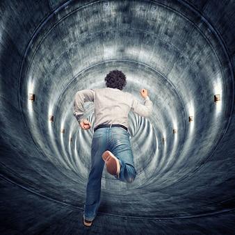 В туннель