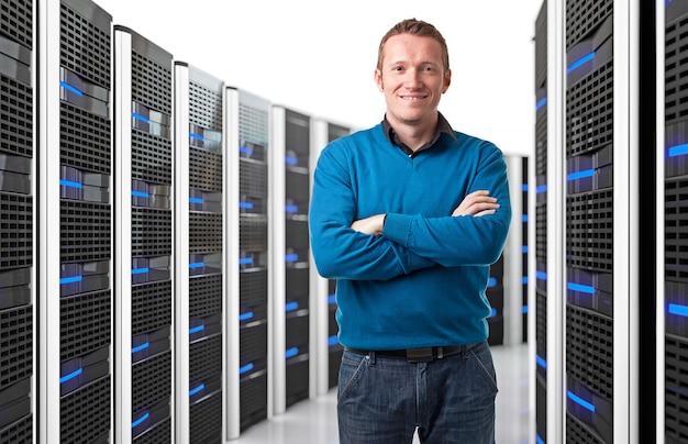 データセンターの男