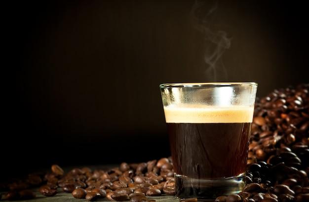 エスプレッソとコーヒーの穀物