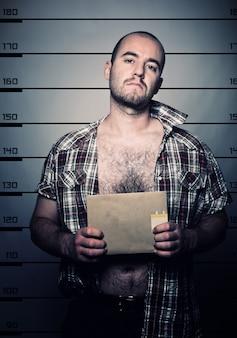 Фото арестованного человека
