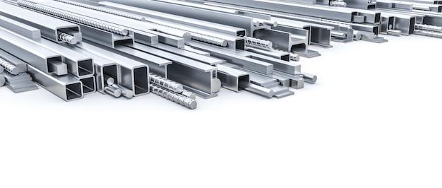 白い背景の上の建設のための金属のプロファイル。