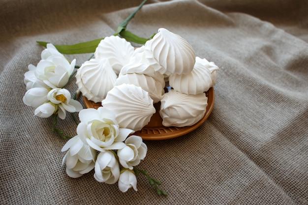 Зефир и цветок