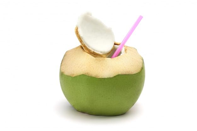 熟したココナッツと白で隔離されるおいしい