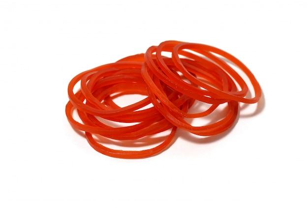 白で隔離されるシンプルな赤いプラスチックバンドラバースティック