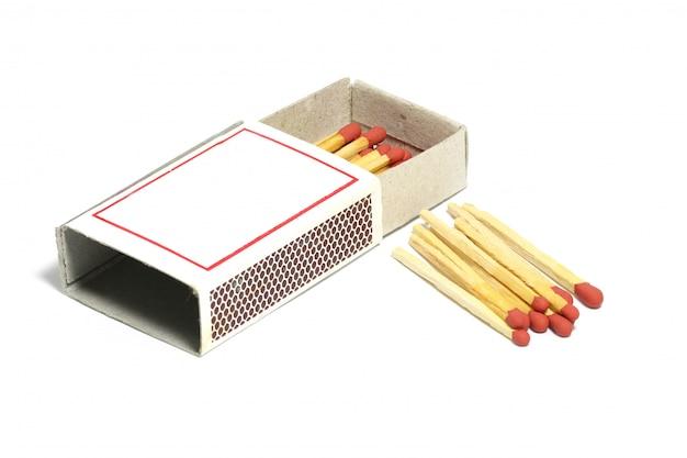 ボックスと赤いグループマッチ棒のクローズアップ