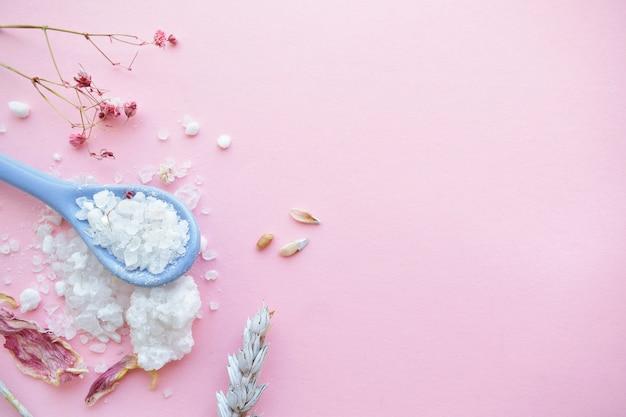 Натуральная соль для ванн, мыло ручной работы. органические продукты. спа косметика.