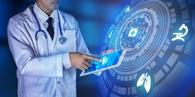 医者の手が仮想画面のボタンを押します。医療技術コンセプト