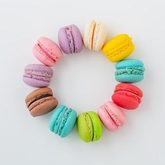 Красочные миндальное печенье