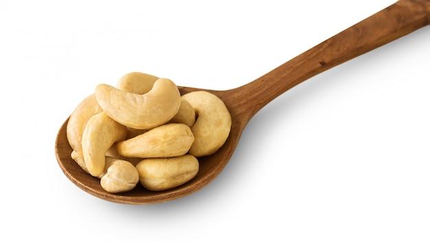 木のスプーンのカシューナッツ