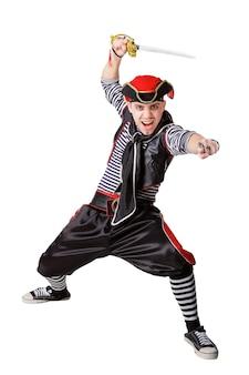 白い背景で隔離の海賊のスーツでサーベルを持つ俳優
