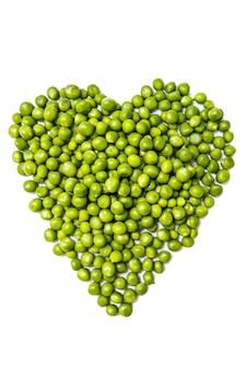 分離されたハート、トップビューの形で新鮮な冷凍エンドウ豆
