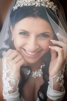 美しい花嫁の肖像画。ウェディングドレス。結婚式の装飾