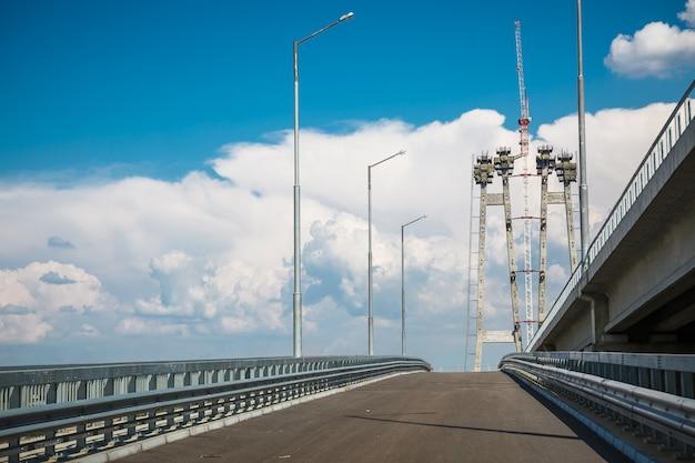 川を渡る橋の建設