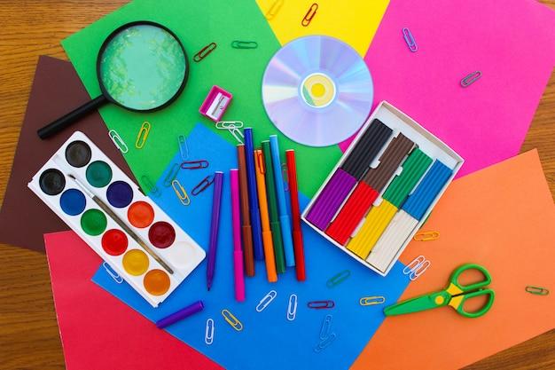 文房具オブジェクト。学校や事務用品