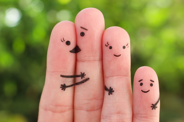 幸せな家族の指アート。休暇の人々のグループの概念。