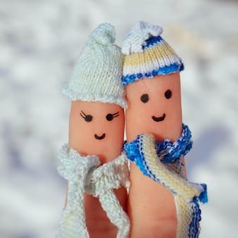 幸せなカップルの指アート