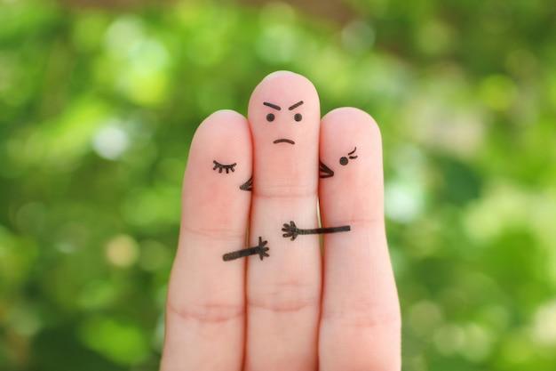指アート。女の子の概念は、頬に少年をキスします。彼は誰を選ぶべきかわからなかったので悲しい男。