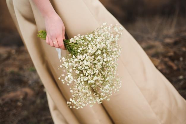 ウェディングブーケ、水曜日の美しい花の花束