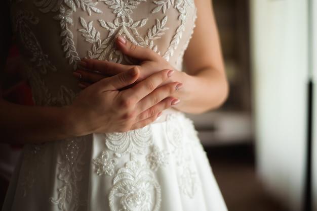 花嫁の結婚式の詳細-妻の結婚式の白いドレス