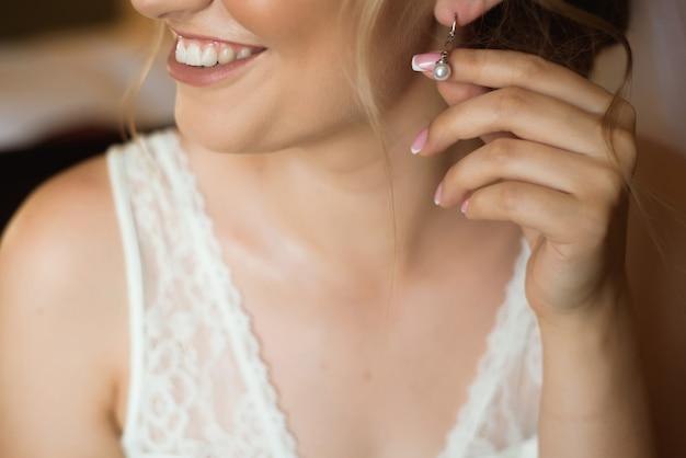 美しい花嫁の結婚式のイヤリング