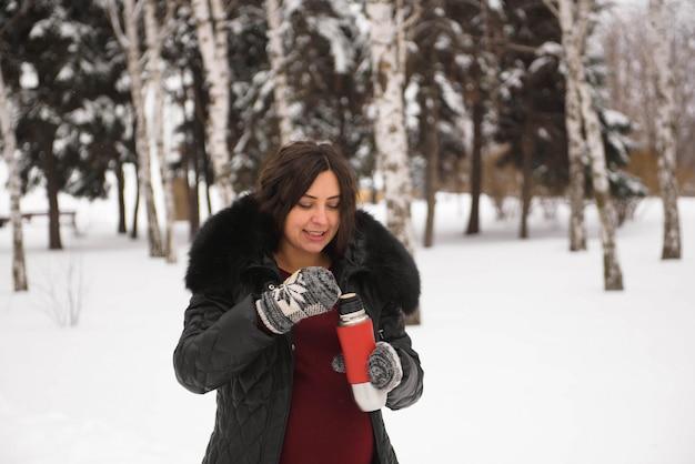 妊娠、飲み物、冬、人と期待