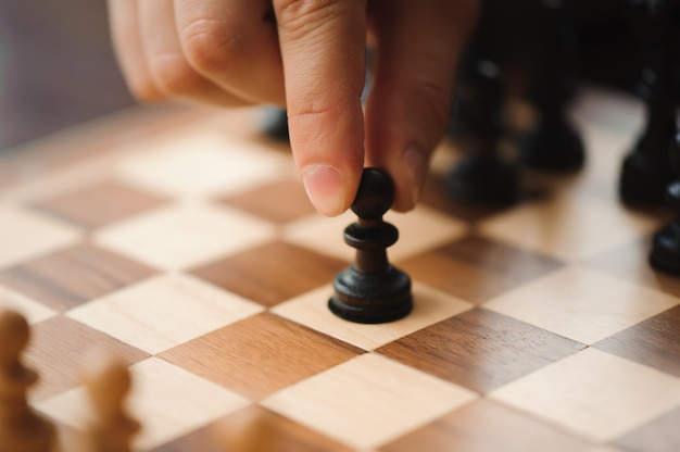 Шахматы, рыцарь, шахматы на борту бизнес-концепция