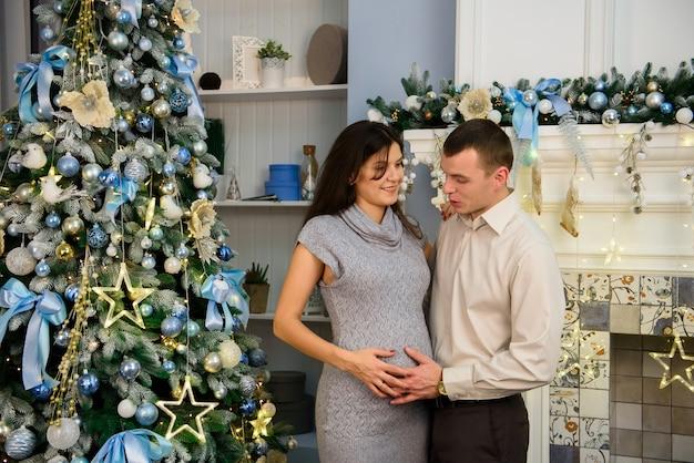 Концепция семьи, рождество, рождество, зима, счастье и люди