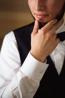 男のスタイルドレッシングスーツ、シャツ、カフス