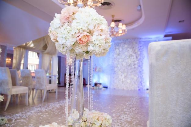 Оформление свадебной церемонии, свадебная арка