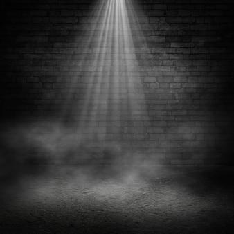 Черный гранж интерьер стены фон с дымной атмосферой и прожектором