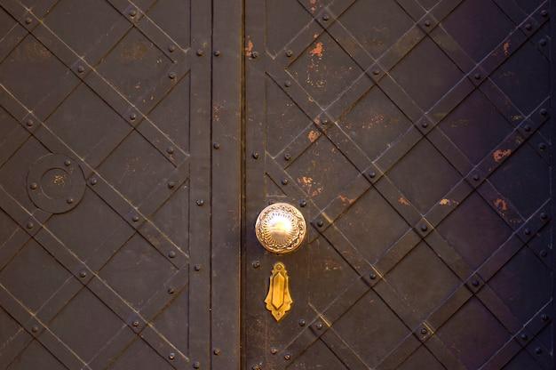 鉄の塗装ドアのテクスチャ