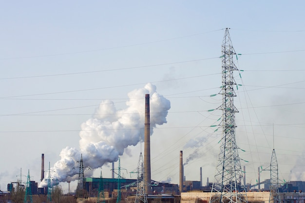 煙を発生する工場