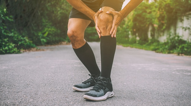 Спорт бегун человек боль в колене не может запустить фотографии дизайн баннера