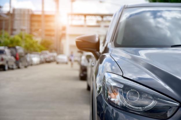Автомобиль, припаркованный на дороге, автомобиль на улице