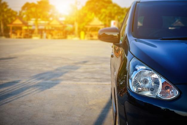 車は路上駐車、路上駐車は車
